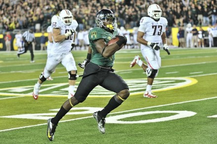 Ifo Ekpre-Olomu had two interceptions, one he returned for a score, in the Pac-12 opener last year.