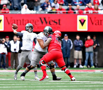 Photo: David Pyles Mariota saw one passing record go by the wayside on Saturday.