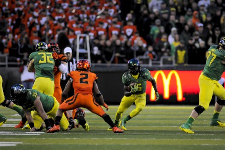 Oregon State's Steven Nelson trying to stop DeAnthony Thomas