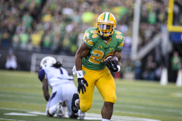 Thomas Tyner carries the ball against the University of Washington Huskies.