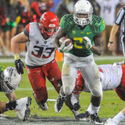 Royce Freeman eluding defenders during the Pac-12 Championship game